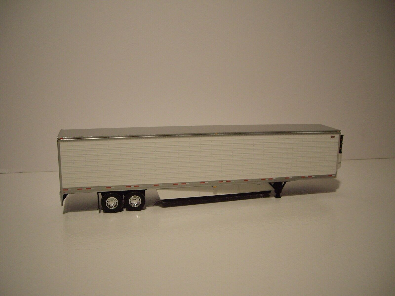 DCP FIRST GEAR 1/64 53' WABASH WHITE ARCTICLITE TANDEM AXLE REEFER VAN 4