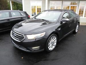 2018 Ford Taurus Limited AWD ONLY 7500 KMS!!!