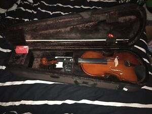 4/4 Violin with bow, case and rosin