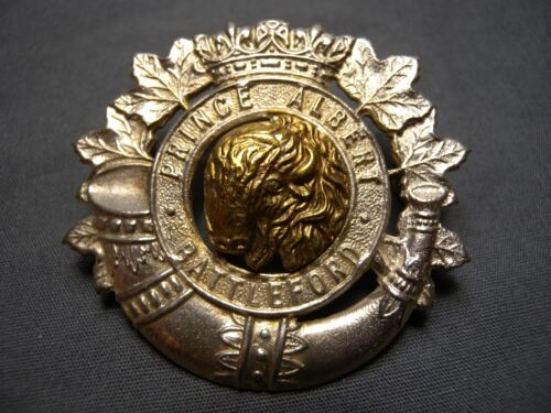 PRINCE ALBERT & BATTLEFORD VOLUNTEERS WWII OFFICER CAP BADGE PA&BV GILT & SILVER