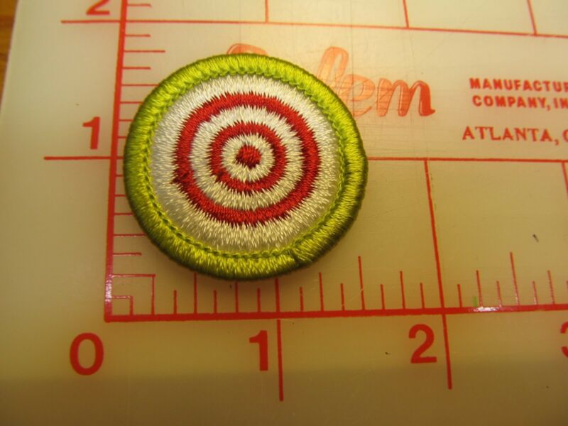 RIFLE AND SHOTGUN SHOOTING merit badge plastic backed patch (oP)
