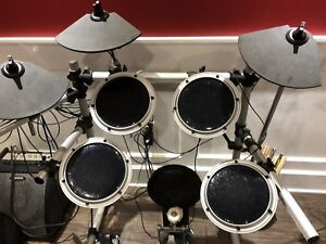 Soundx electronic drums set with amp and throne