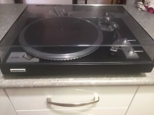 Vintage Hitachi HT-550 Direct Drive Turntable