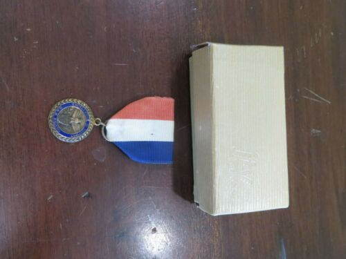 BRONZE EXCELLENCE IN HISTORY G.A.R.RED / WHITE / BLUE RIBBON AWARD MEDAL PIN
