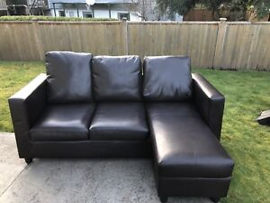 Newport Bonded Leather Small Sectional with Reversible Chaise