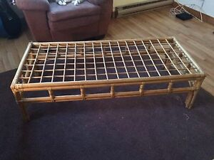 Coffee table & end table $10 for both (or make me an offer)