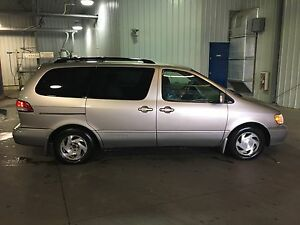 **GREAT DRIVING!!** 2002 TOYOTA SIENNA XLE