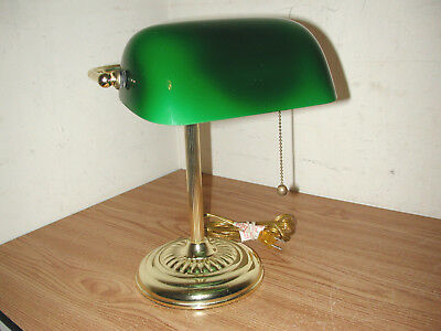 TRADITIONAL BRASS BANKER'S DESK LAMP WITH GREEN GLASS SHADE ()