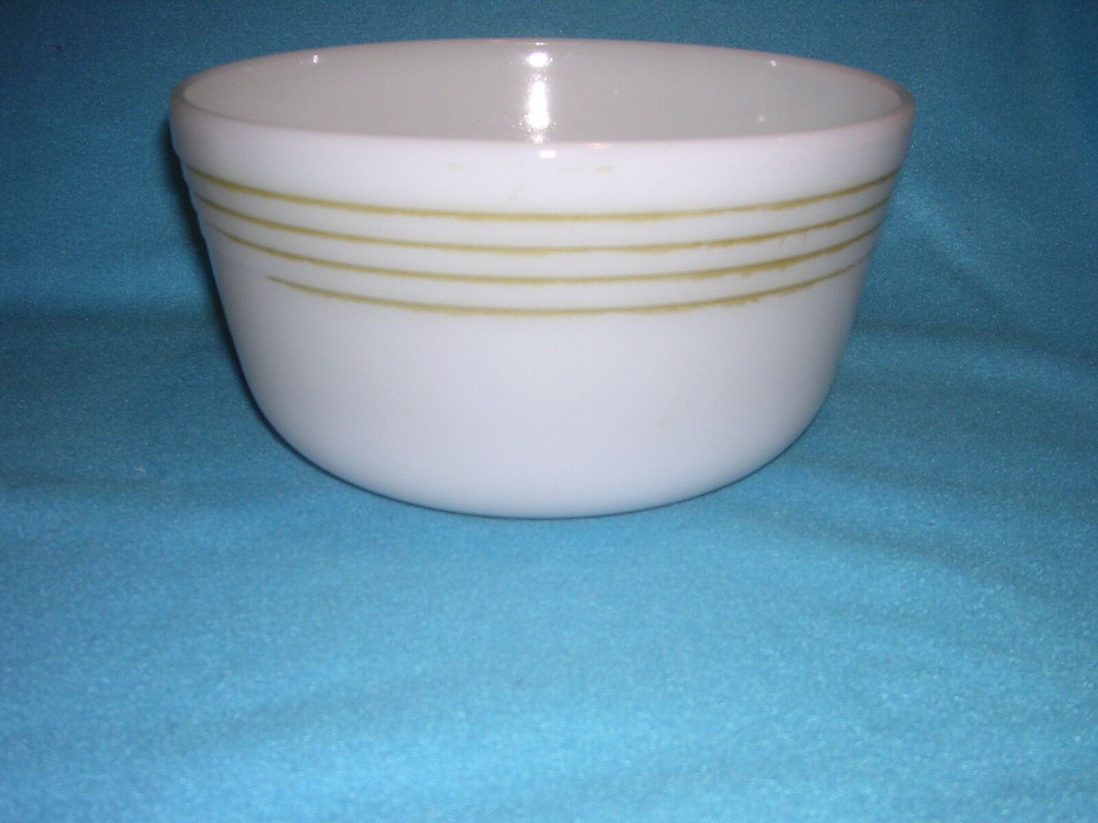 VTG Pyrex White Hamilton Beach Stand White With Gold Bands Mixing Bowl Round #16