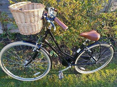 Victoria Pendleton Ashwell Ladies Bike Superb Condition with Basket