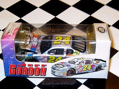 Ic640 641  Action 1 64 2000 Jeff Gordon Dupont Nascar 2000      1 8496