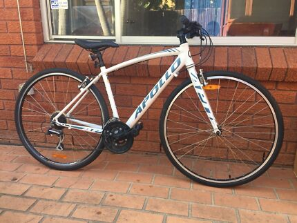 Excellent condition Apollo Exceed 10 road bike(700C)