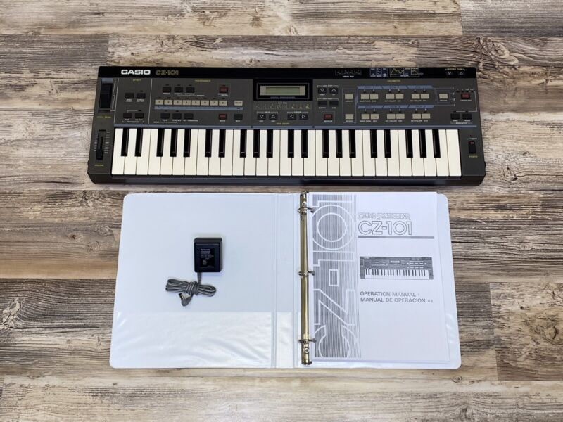 Casio CZ-101 Classic Synthesizer Little Monster Fat Sound Clean Unit Power Synth