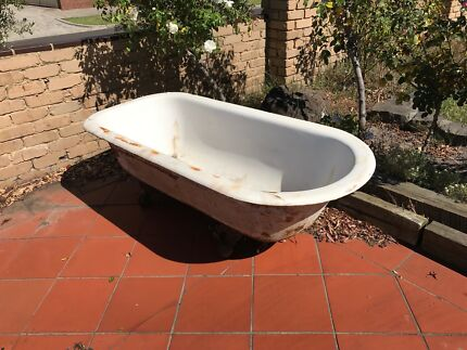 Original claw foot cast iron bath that need refurbishing
