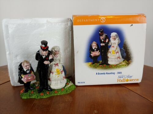 Original Snow Village Dept 56 A Gravely Haunting 2005 55270 Halloween No Flaws