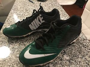 Nike football cleat size 10
