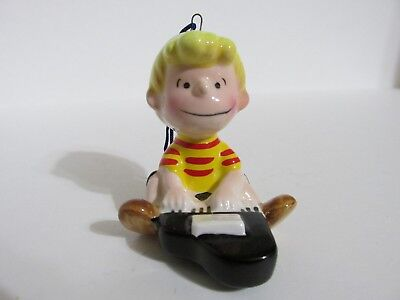 SNOOPY PEANUTS DETERMINED VINTAGE CERAMIC CHRISTMAS ORNAMENT SCHROEDER 1976