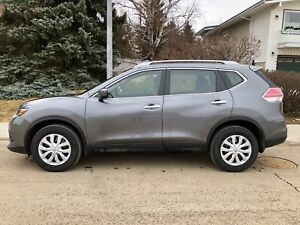 2016 Nissan Rogue, AWD, low KMS