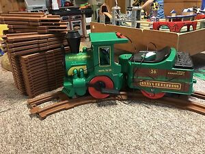 Peg Perego 6v Train with tracks and tractor
