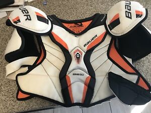 Bauer One60 Senior Shoulder Pads