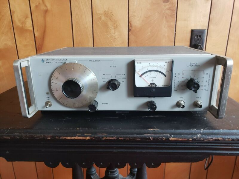 Vintage HP 651A Test Oscillator in working conditions