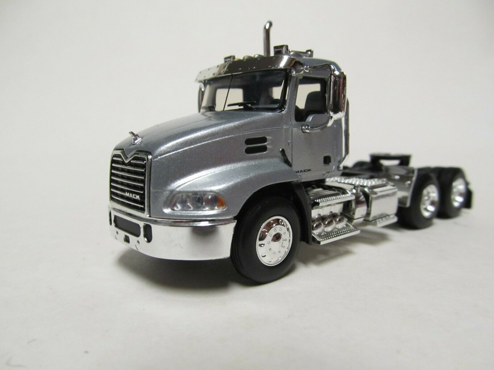 FIRST GEAR / DCP 1/64 SCALE  MACK PINNACLE DAY CAB, SILVER, BLACK FRAME