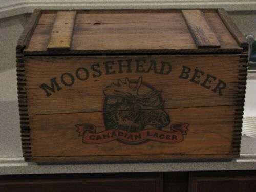VINTAGE MOOSEHEAD BEER WOODERN DOVETAILED WOODCRATE/BOX WITH ORIG. MOOSENEAD BOX