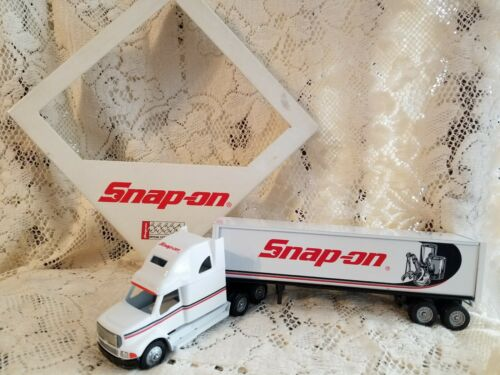 SNAP-ON TOOLS LIMITED EDITION 1996 FREIGHTLINER 1:64 SCALE BY WINROSS VINTAGE