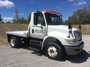 International 4400 Low Pro - goose neck hitch