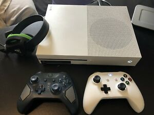 Xbox One S 500GB Xbox Live + 10 Games