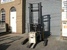 SUMI FORKLIFT WALKIE REACH NEW BATTERY WITH WATERING KIT Moorabbin Kingston Area Preview
