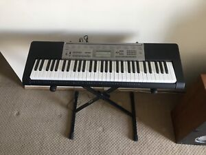 Casio Keyboard Piano LK-165 w/ 61 Full Size Keys and Microphone