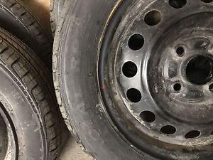 4 roues et pneus d'été 165/65R14 bolt pattern 4x100