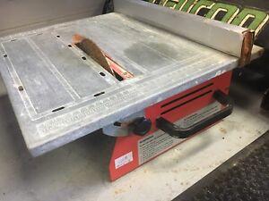 Table scie à eau pour tuiles fonctionne bien avec basins