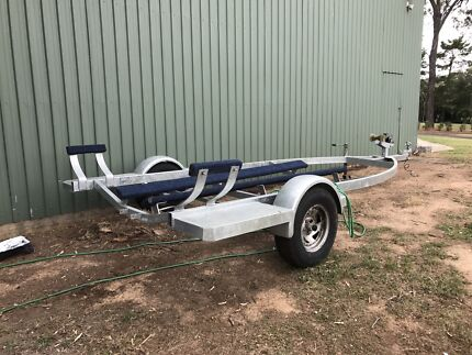 SINGLE AXLED TRAILER  (  NEW  )