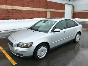 Volvo S40 4 portes Turbo 2,5 L traction intégrale,