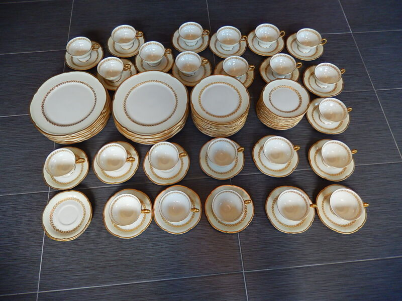 Castleton LAUREL Pattern Set of 94 Pieces Mint Condition