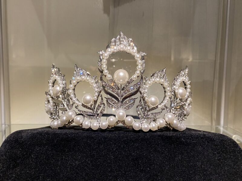 MISS USA MIKIMOTO CROWN (Miss Universe)