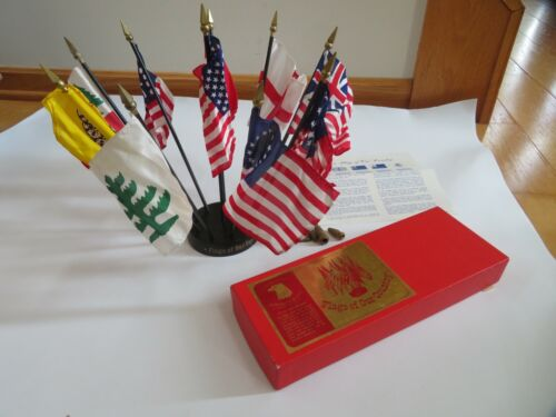 ANNIN & CO Flags of Our Country U.S. Old Glory Betsy Ross Desk Display (S45)