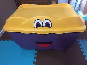 Large step two toy box