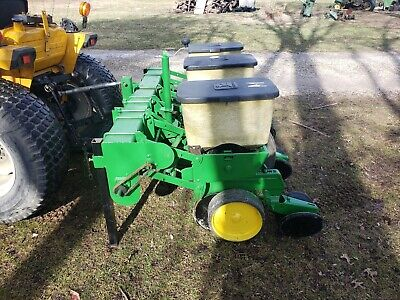 John Deere 3 Row 7000 Corn Planter With Precision Finger Meters