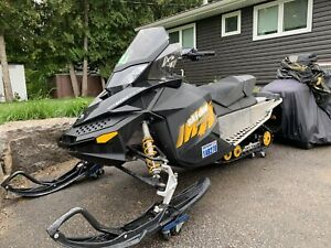 Skidoo MXZ 600 E-TEC! Runs awesome and excellent shape.
