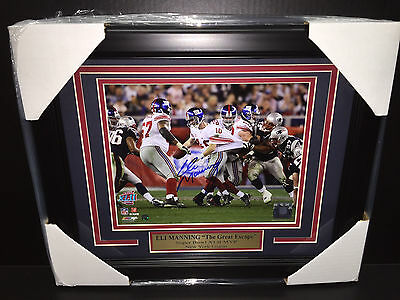 ELI MANNING THE GREAT ESCAPE Autographed Super Bowl 8X10 Photo Framed Steiner