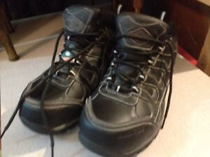 Steel toed work shoes, men's size 7