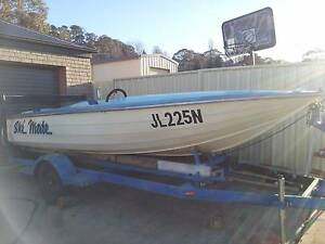 5 mtr SKI BOAT 350 Chevy inboard centre mount Walcha Walcha Area Preview