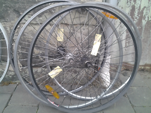 Refurbished bike bicycle wheels, 700 hybrid rear screw-on cluster Maribyrnong Maribyrnong Area Preview