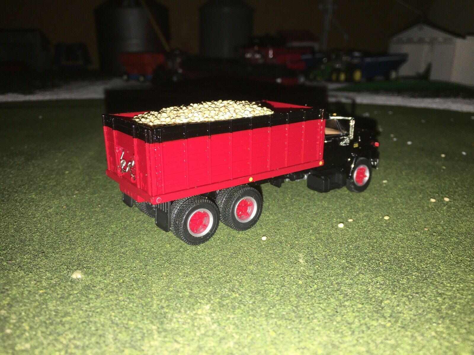 1/64 DCP BY FIRST GEAR BLACK/RED CHEVY C65 TANDEM AXLE GRAIN TRUCK W/ BEAN LOAD 4