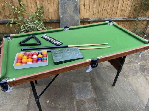 Snooker/Pool table, Foldable, 5ftx2ft6in, cues, balls, triangles, top condition
