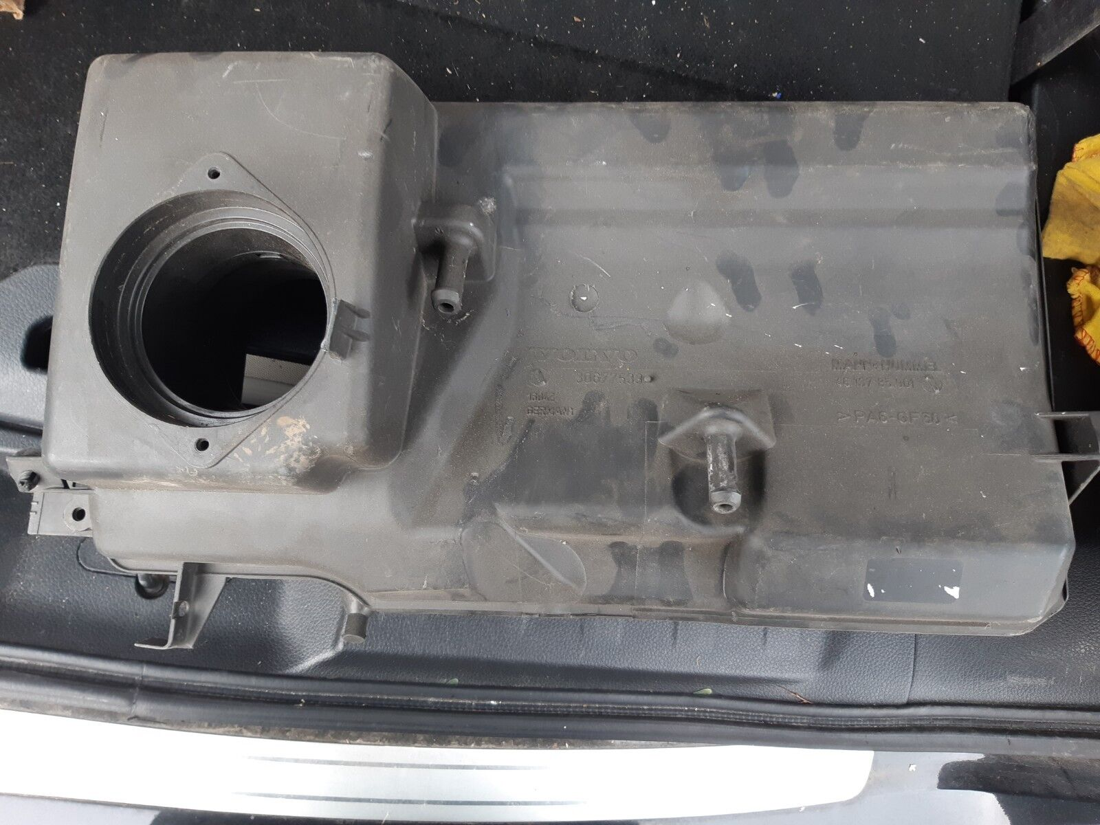 Volvo V50 S40 2.5 T5 Airbox Air Filter Box 30677533 Focus ST Also