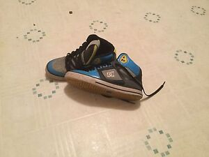 Men's size 8 DC high tops